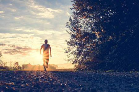 Foto de Trail running in the countryside - Imagen libre de derechos