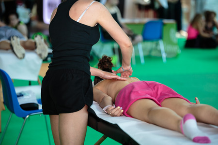 Photo pour Athlete s Back Professional Massage after Fitness Activity - Wellness and Sport - image libre de droit