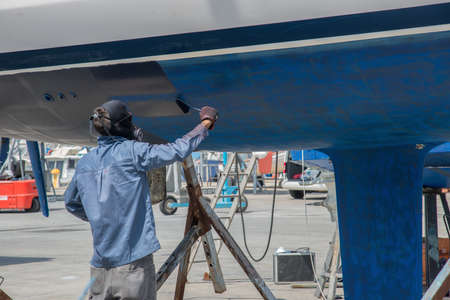 Foto de boat maintenance out of the water - Imagen libre de derechos