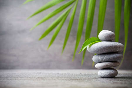 Foto de Stones spa treatment scene, zen like concepts. - Imagen libre de derechos