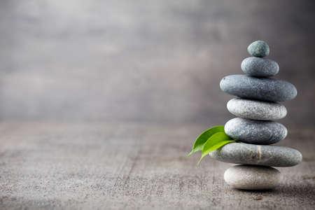Photo pour Spa stones treatment scene, zen like concepts. - image libre de droit