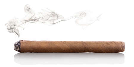 Photo pour Smoking havana cigar isolated on a white background - image libre de droit