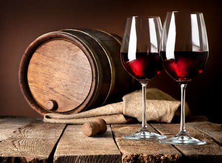 Photo pour Barrel and wineglasses of red wine on a wooden table - image libre de droit