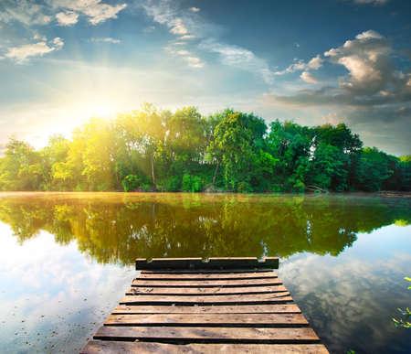 Photo pour Fishing pier on a river at the sunrise - image libre de droit