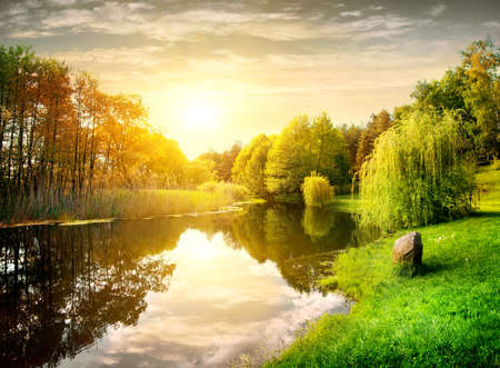 Photo pour Sunset over calm river in the park - image libre de droit