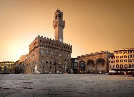 Photo pour Belltower on piazza - image libre de droit
