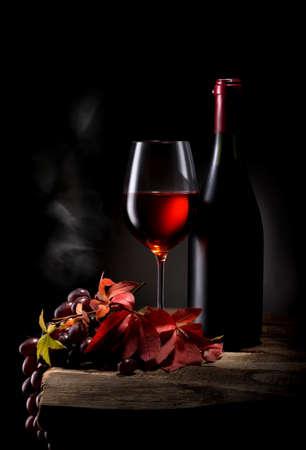 Photo pour Wine on black - image libre de droit