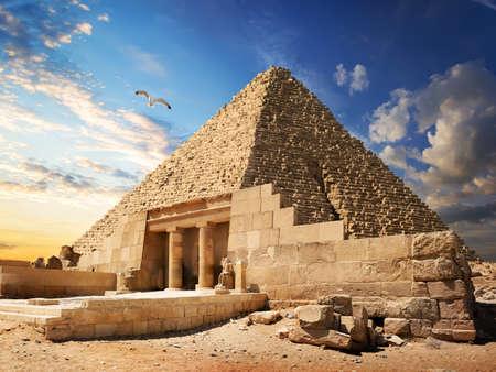 Photo pour Pyramid near Giza - image libre de droit