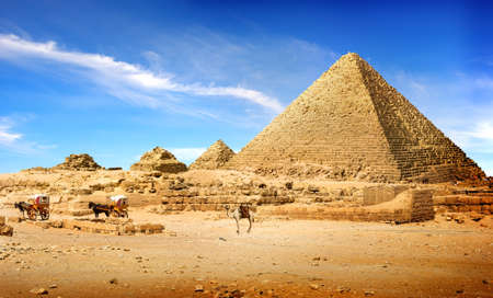 Photo pour Pyramids in afternoon - image libre de droit