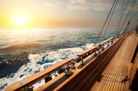 Photo pour Sailboat in red sea - image libre de droit