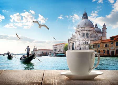 Photo pour Coffee and Venice - image libre de droit