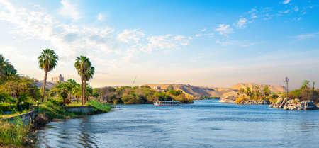 Photo pour Panorama of Nile river - image libre de droit