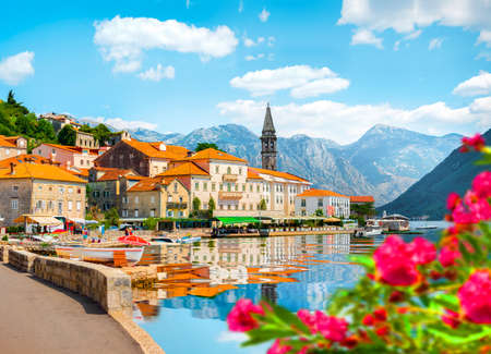 Photo pour Perast at Bay in Kotor - image libre de droit