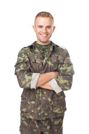 Foto de Smiling army soldier with his arms crossed isolated on white background - Imagen libre de derechos
