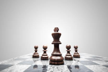 Foto de A squad of 5 chess pieces leaded by the king. - Imagen libre de derechos