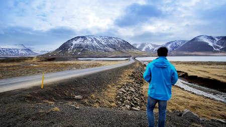 Foto de Asian man aiming for success, planning on milestone and road map to the top - Imagen libre de derechos