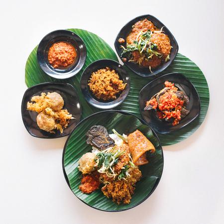 Photo pour Close up on nasi dagang dishes - image libre de droit