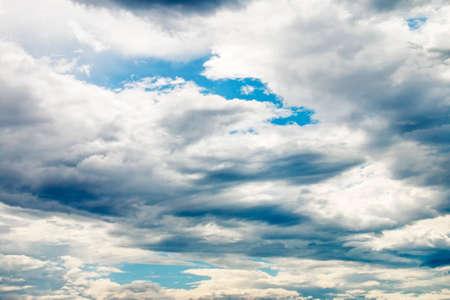 Photo pour nimbus before rain storm weather background - image libre de droit