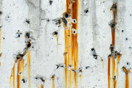 Photo pour Drip of rust, Old concrete wall with traces of rust streaks - image libre de droit
