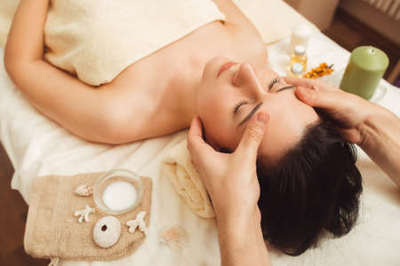 Photo pour Massage Spa Body Relax Rest Treatment Pleasure Beauty Health Care Vacation Resort Concept - image libre de droit