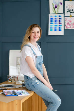 Photo pour creative art lifestyle. drawing hobby and self expression. young beautiful girl in artful workspace or studio - image libre de droit
