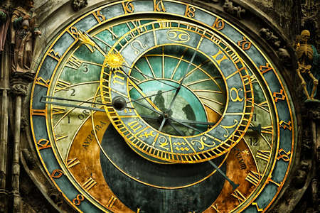 Photo pour The medieval astronomical clock in the Old Town square in Prague - image libre de droit