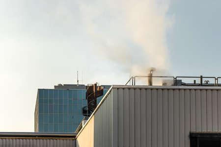 Foto de Smoke comes out of a chimney in factory - Imagen libre de derechos