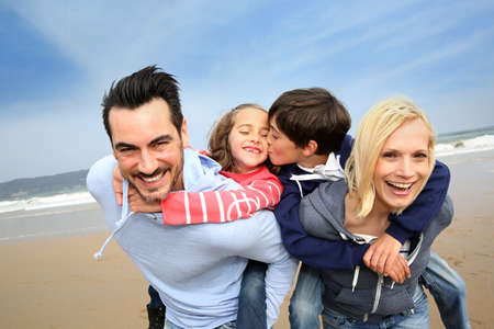 Photo pour Portrait of cheerful family at the beach - image libre de droit