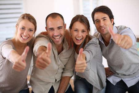 Photo pour Business team shwoing thumbs up - image libre de droit