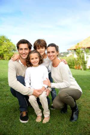 Photo pour Cute family portrait of 4 people - image libre de droit