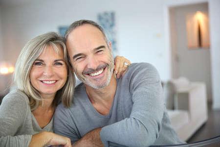 Photo pour Cheerful senior couple enjoying life - image libre de droit