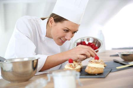 Foto de Chef preparing pastries for restaurant - Imagen libre de derechos