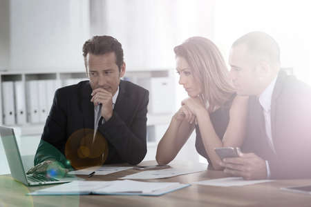 Foto de Business people meeting around table - Imagen libre de derechos