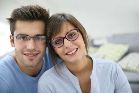 Foto de Portrait of young couple with eyeglasses on - Imagen libre de derechos