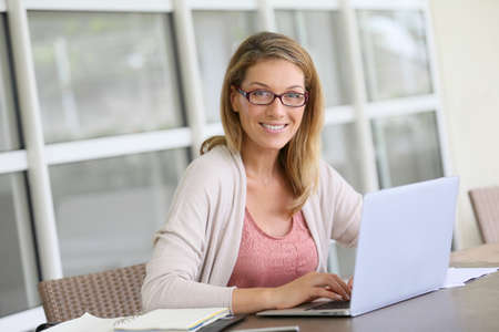 Foto de Middle-aged woman working from home on laptop - Imagen libre de derechos
