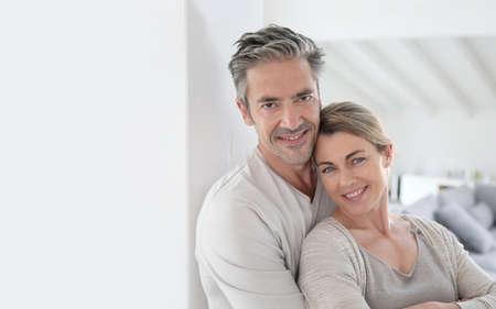 Photo pour Portrait of mature couple being happy - image libre de droit