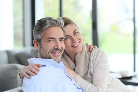 Photo pour Portrait of mature couple relaxing at home - image libre de droit