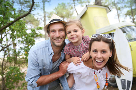 Foto de Couple with little girl enjoying vacation in camper van - Imagen libre de derechos