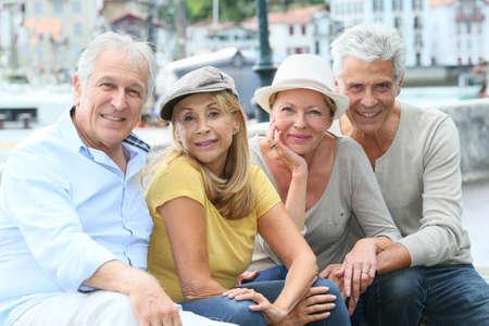 Photo pour Portrait of cheerful senior people enjoying trip - image libre de droit
