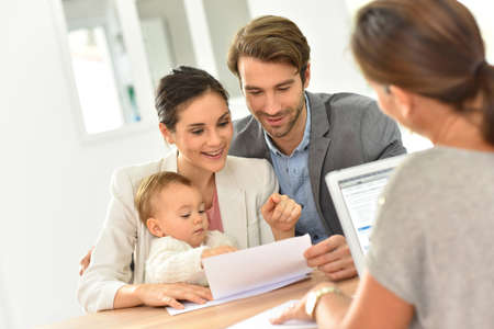 Foto de Family meeting real-estate agent for house investment - Imagen libre de derechos
