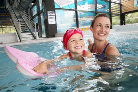 Photo pour Mother and daughter training at the swimming-pool - image libre de droit