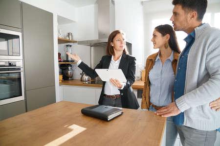 Photo pour Couple with real-estate agent visiting house for sale - image libre de droit