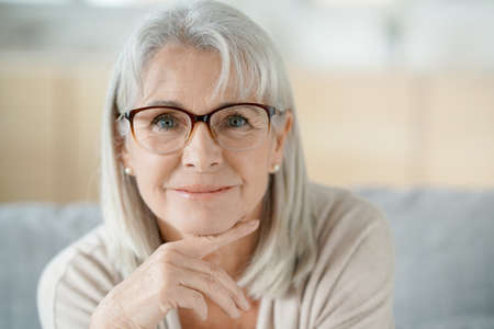 Photo pour Portrait of senior woman with eyeglasses - image libre de droit