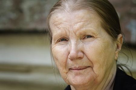 Photo pour senior woman outdoor portrait, close horizontal orientation - image libre de droit
