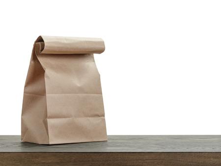 Foto de simple brown paper bag for lunch or food on wooden table - Imagen libre de derechos