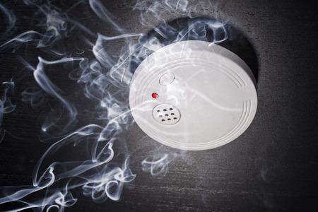 Foto de Smoke detector in the smoke of a fire - Imagen libre de derechos