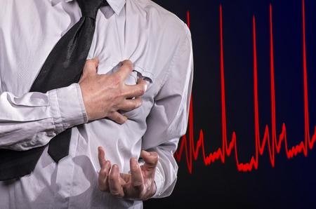 Foto de Man grabs his heart: He has a heart attack - Imagen libre de derechos