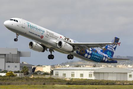 Foto de Luqa, Malta April 8,2018: Turkish Airlines Airbus A321-231 [REG: TC-JRG]  Discover the potential of Turkey logojet taking off to Istanbul. - Imagen libre de derechos
