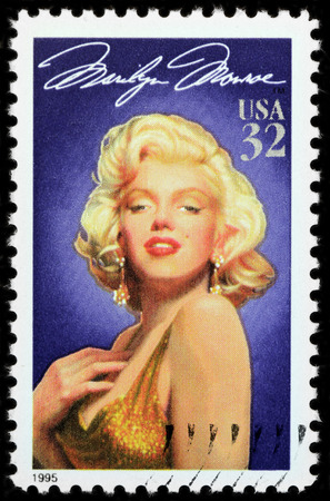 Foto de LUGA, RUSSIA - APRIL 26, 2017: A stamp printed by USA shows famous American actress Marilyn Monroe, circa 1995 - Imagen libre de derechos