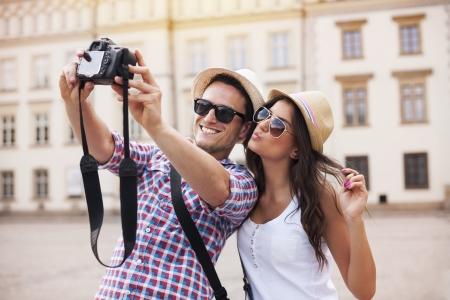 Foto de Happy tourists taking photo of themselves - Imagen libre de derechos
